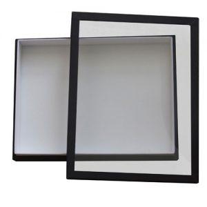 Entomologická škatuľa 23x30 potiahnutá čiernym plátnom, veko so sklom, dno s bielou penou.