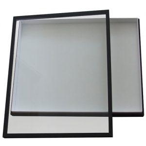 Entomologická škatuľa 40x50 potiahnutá ciernym plátnom, veko so sklo, dno s bielou penou.