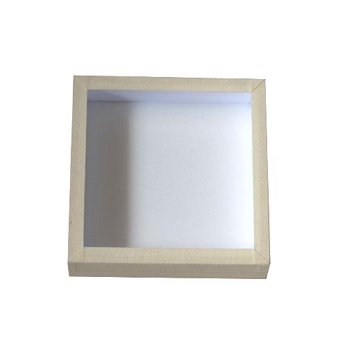 Entomologická škatuľa s penou a skleneným vrchnákom potiahnutá bielym plátnom Rozmer 15x15x5cm.