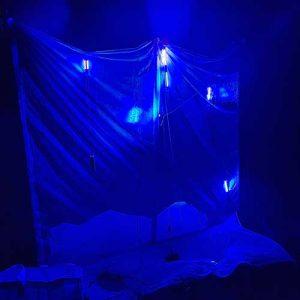 Svetelna plachta s rôznymi UV LED svetlami.