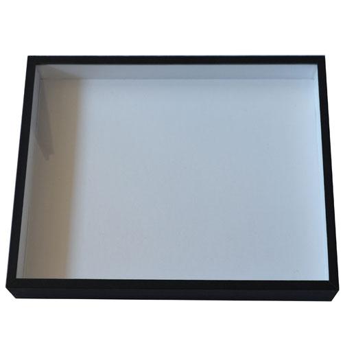 Entomologická škatuľa rozmermi 40x50 a výškou 7,5cm so skleneným vrchnákom a dno vyplnené polystyrénom.